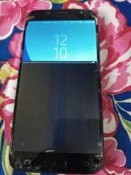 Vendo celular Samsung j7 Pró 64 gigas de memoria e 4 de ram.