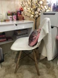 Escrivaninha + Cadeira Eiffel e prateleiras