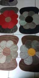Título do anúncio: Vendo tapetes bonitos por apenas 35 reais a unidade material de sofá marciu  para sua casa