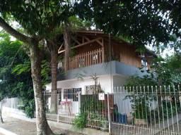 Casas e terreno a venda