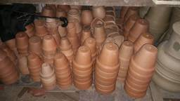 Vasos coloniais de barro