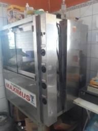 Máquinas para assar frangos e costelas