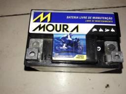Vendo uma bateria p moto moura 5 amp