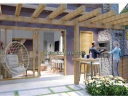 Casa com vista para o morro, a venda, em bairro de alto padrão em Garopaba - SC