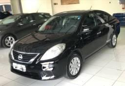 Nissan Versa 1.6 SV - 2014