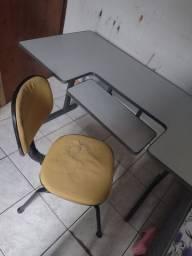 Mesa de escritório , cadeira precisa de reforma .