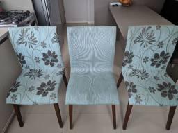 Vendo Cadeiras estampadas e lisa.