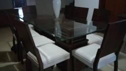 Mesa tampo vidro oito cadeiras assento em couro em ótimo estado
