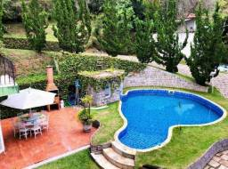 Teresópolis - Casa com 4 suítes e ampla área de lazer