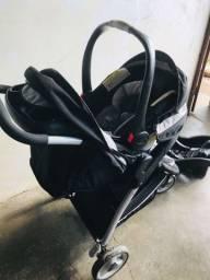 Carrinho com bebê conforto importado