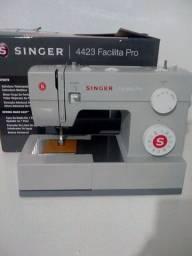 Máquina de costura Singer facilita 4423