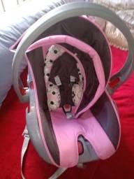 Bebê conforto da marca Cosco Rosa