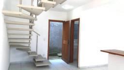 Casa tipo duplex com dois dormitórios, aluguel anual Rio Vermelho
