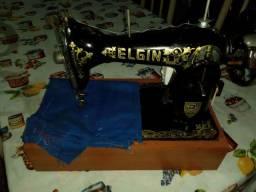 Vendo máquina de costura Elgin funcionando com motor em ótimo estado