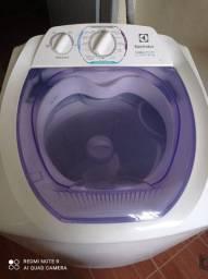 Máquina de lavar  semi nova (marca  Electrolux  8 k)