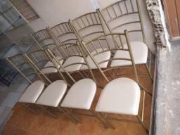 Vendo 8 cadeiras excelente  reforçada semi nova ___entrego
