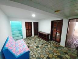 Aluga-se casa 1km do Centro de Florianópolis. 3 Quartos. Direto com o proprietário