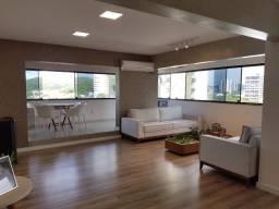 Oportunidade! Lindo apartamento em Petrópolis com 222m² e 4 suítes