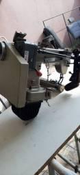 Máquina de costura fechadeira de braços