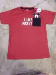 Camisetas / polo infantil tamanho 6 e 8.