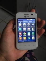 Celular LG Optimus L1 II função 3 chips acompanha carregador