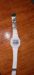 Relógio CASIO branco em aço