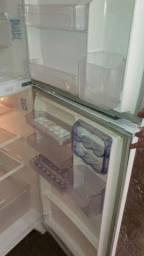 Vendo geladeira Electrolux  frost freer 950 reais