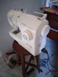 Máquina de costura singer funcionando perfeitamente