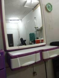 Espelho e bancada para salão de beleza ou barbearia