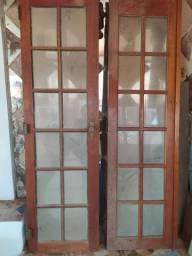 Porta de madeira com vidro bisotado