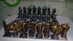 Jogo de xadrez medieval  de metal  alto nível