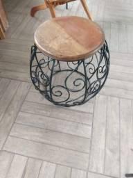 Banco barril madeira e ferro tampo em Peroba Rosa