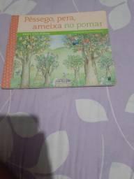Livro pêssego, pera , ameixa no pomar