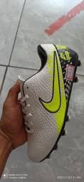 Chuteira Nike primeira linha costurada