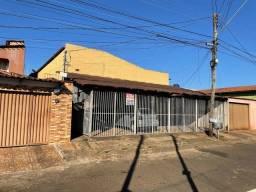 Título do anúncio: Casa/ Apartamento para aluguel 2/4 c/ garagem. St. Jardim Petropolis