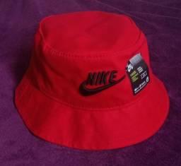 Chapéu bucket Nike vermelho