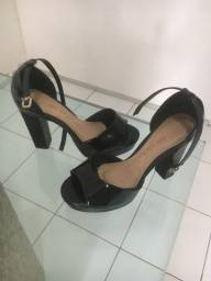 Sapatos e sandalia semi novos