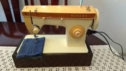 Maquina de Costura Singer 247, em ótimo estado, aparência de nova, bem regulada