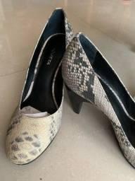 Sapato bico redondo 36 estampa cobra