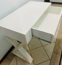 Mesa branca MDF escritorio homeoffice com rodinha e gaveta.