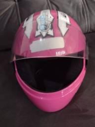 Vende se capacete para criança em bom estado