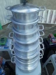 Jogo com 8 panelas de aluminio batido