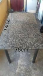 Mesa de marmore bem conservada