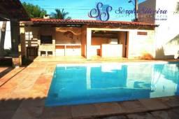 Casa no Porto das Dunas plana com 3 quartos, piscina e deck com churrasqueira