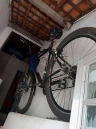 Vendo uma bicicleta boa tida file