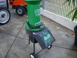 Triturador de resíduos orgânico Trapp TR 200 e Carreta Agrícola Tramontina 72x94 cm
