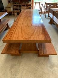 Mesa madeira Angelim Pedra - modelo pé de taça