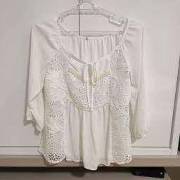 Blusa Branca com Bordados em Pérola