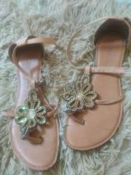 Sandália rasteirinha usada