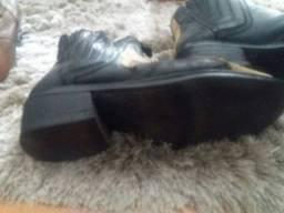 Duas botas de couro country 41